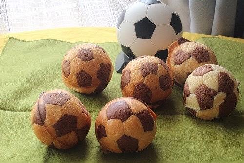 茨木えきまえマルシェパンとおやつサッカーボールパン